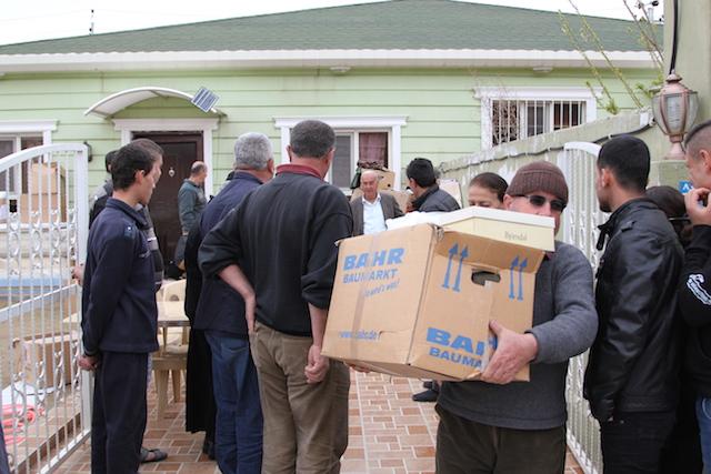 Aid Distribtuion in Iraq - World Help