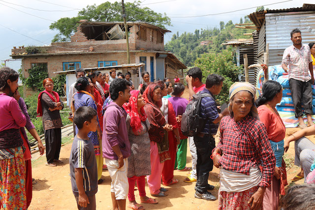 Aid distribution in Nepal - World Help