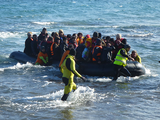 World Help - Refugees crossing the sea