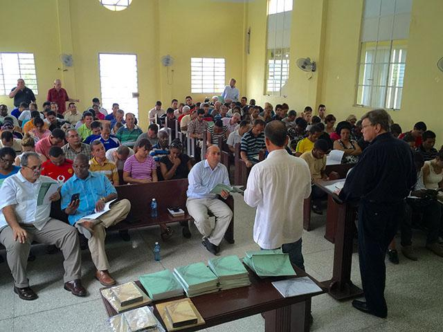 Ed Hindson training pastors in Cuba