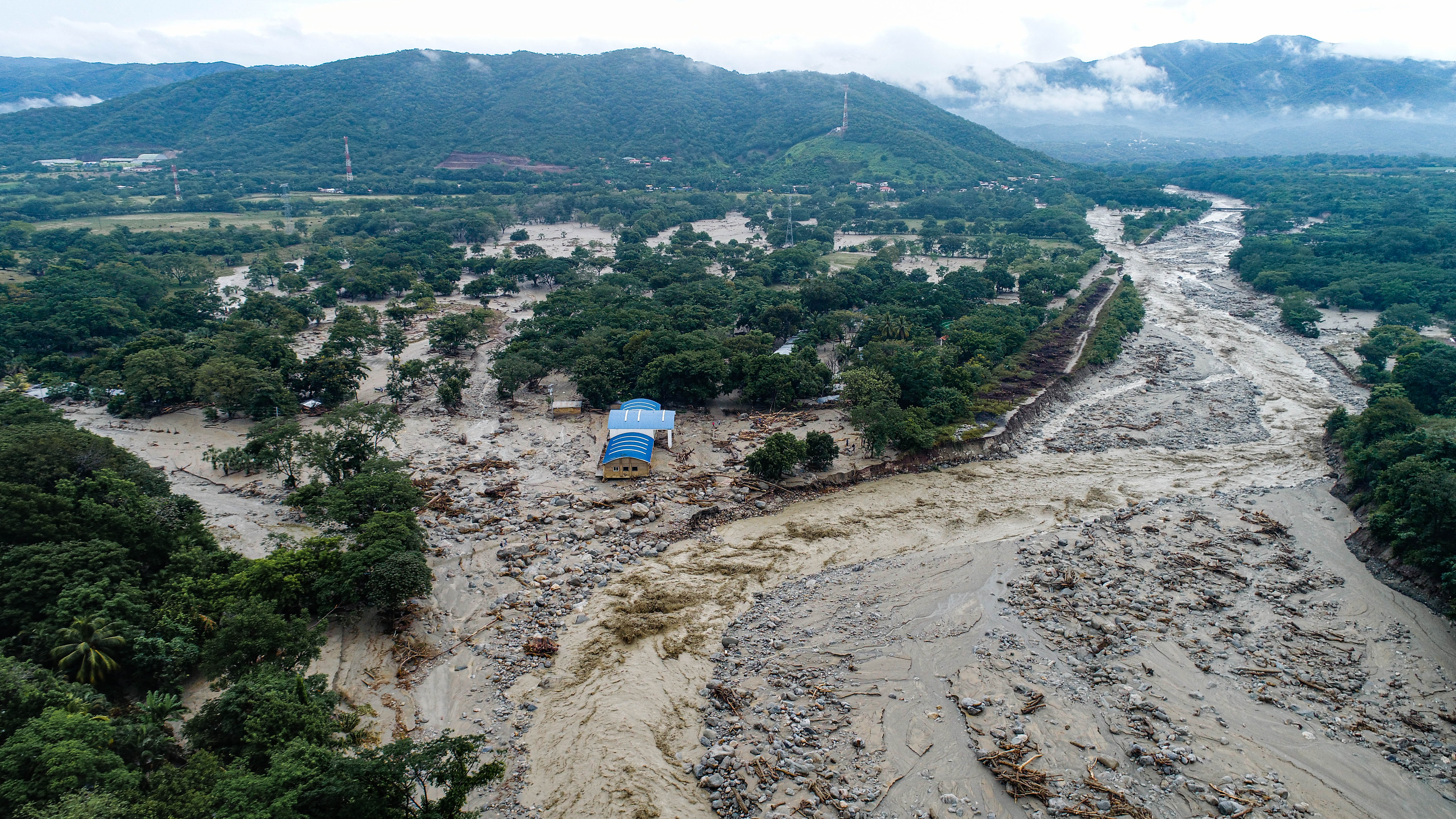 Provide disaster relief for families in Volcancito, Arriba